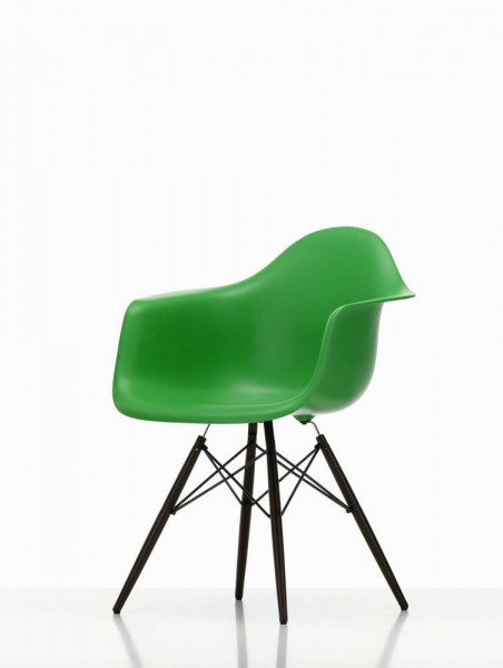 Eames Plastic Armchair DAW Beauty Version