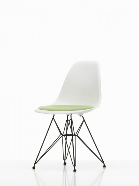 Eames Plastic Side Chair DSR Beauty Version