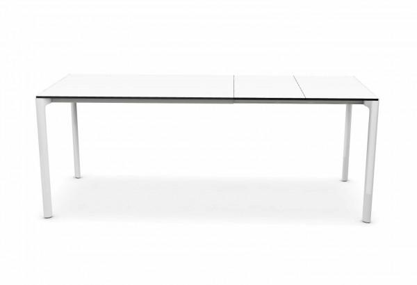 Maki Tisch